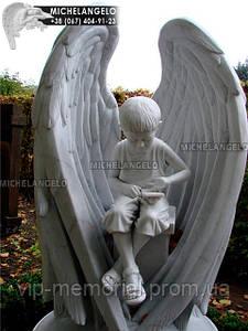 Мраморный памятник с ангелом