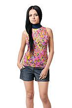 Женская футболка прилегающего кроя, без рукавов, с закрытым горлом, передняя полочка выполена из гипюра в цветочный узор, темно-синяя
