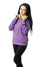 Женская толстовка прилегающего кроя, большой капюшон на подкладке яркого цвета в тон косой молнии-застежке, фиолетовая