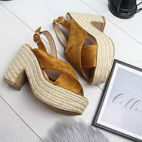 Женские босоножки на плетеной платформе и каблуке в горчичном цвете  742426