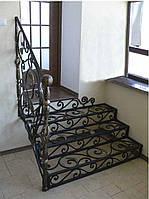 Классическая лестница 30 с художественной ковкой