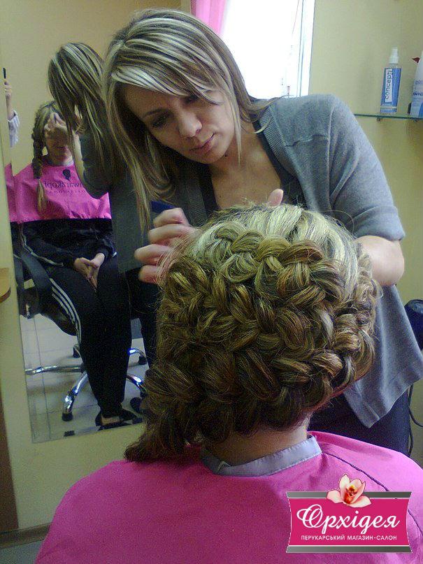 Зачіска с елементами плетіння колосків