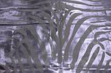 Белая шкура коровы с выстриженным рисунком зебры и покрашенным никелем, фото 3