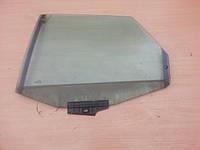 Боковое стекло задней двери левое Audi 100 A6 C4 91-97г