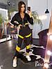 Женский брючный костюм с джоггерами и кофтой на молнии с контрастными вставками 66KO1370E