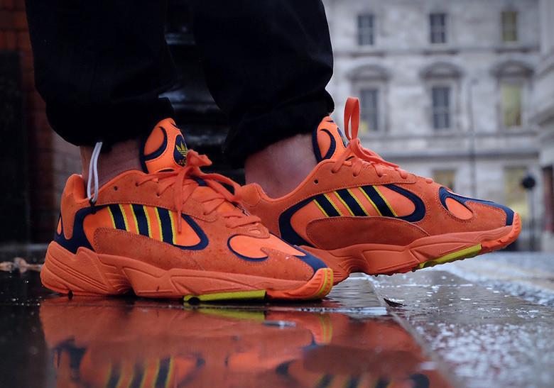 Стильні кросівки Adidas yung 1 hi res orange