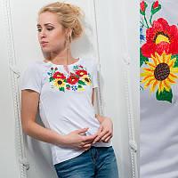 """Женская вышитая футболка: """"Маки и подсолнух"""" белая"""