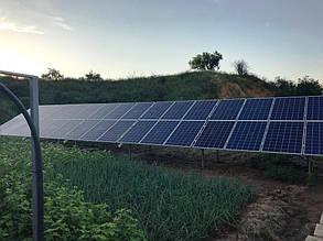 Один из двух массивов солнечных панелей.