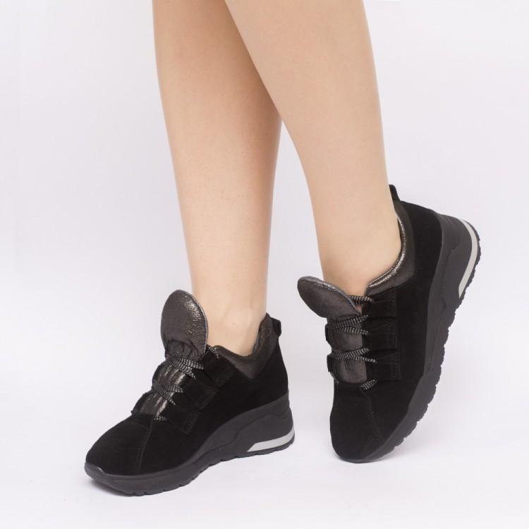 Женские кроссовки из натуральной замши черного цвета