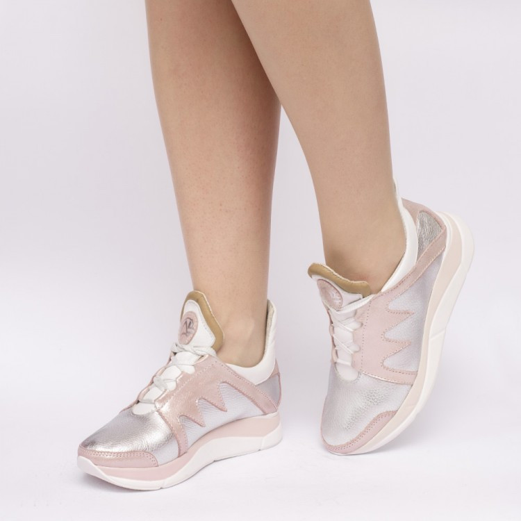 Женские кроссовки из натуральной кожи пудрового цвета