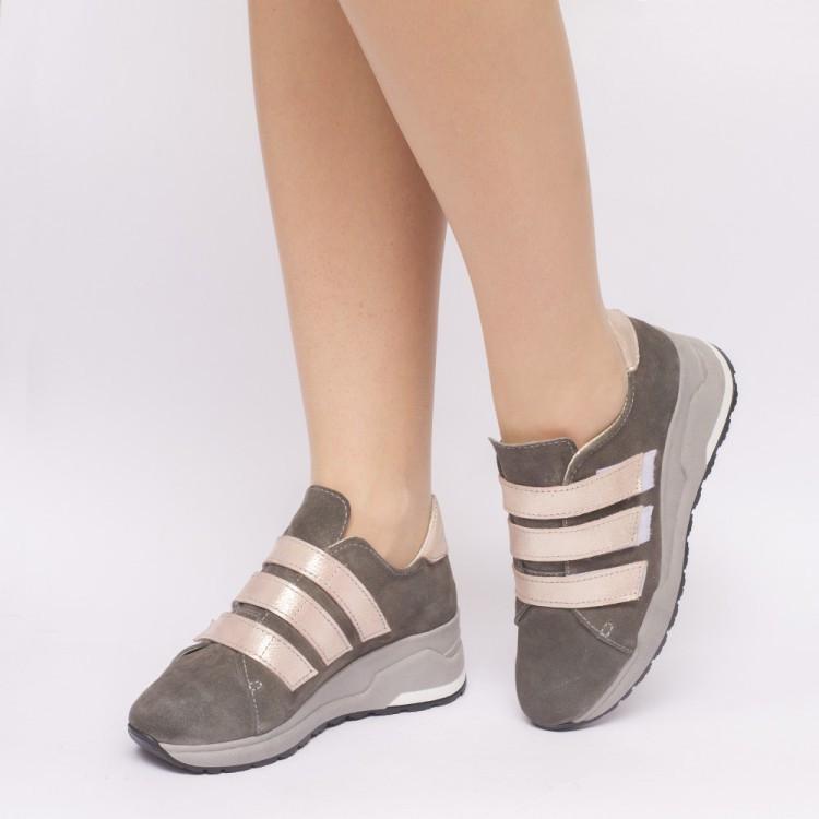 Женские кроссовки из натуральной замши серого цвета