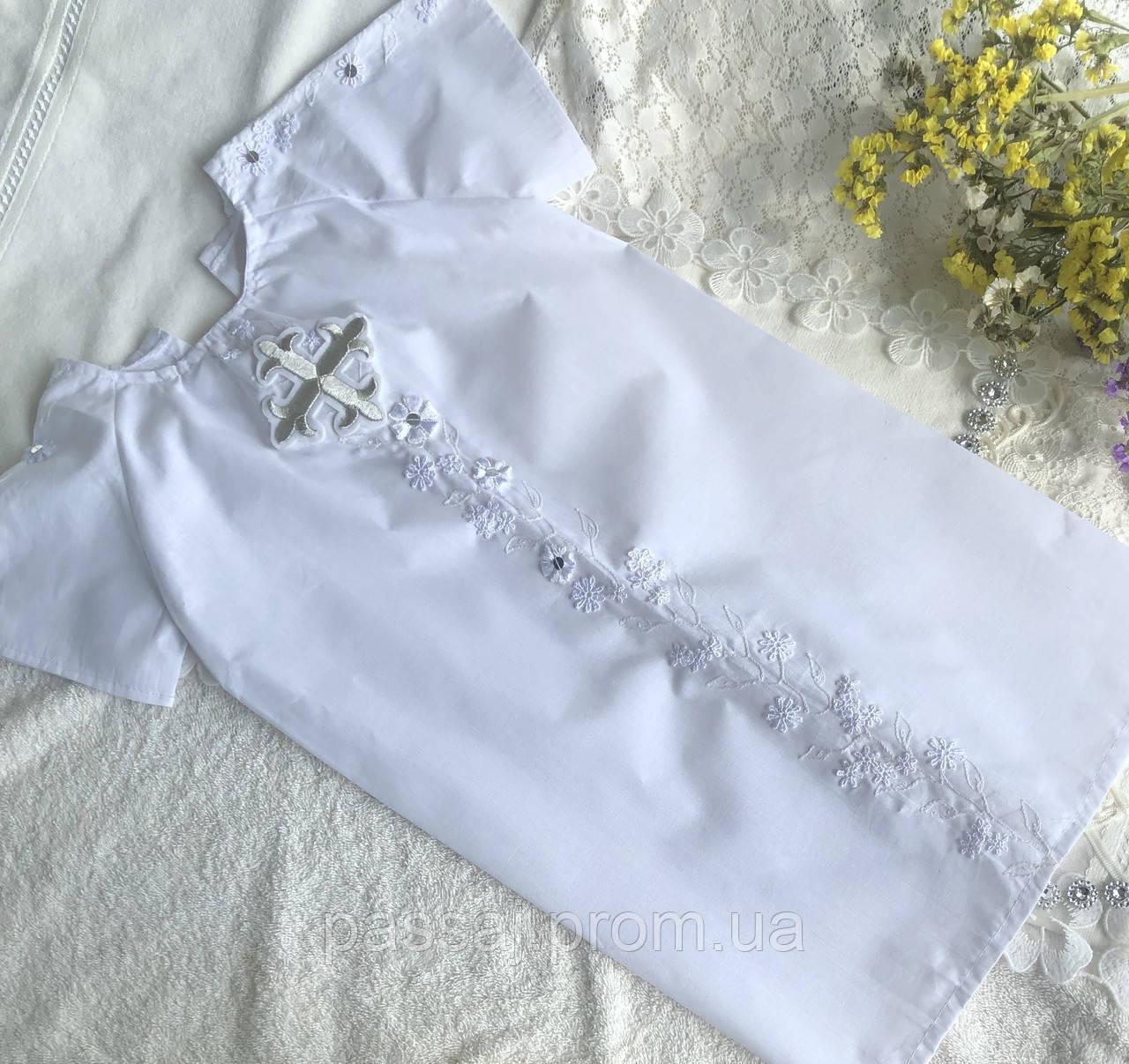 Белая рубашка для крещения с белыми цветами