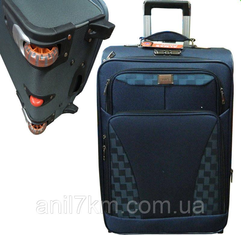 Большой дорожный чемодан на трёх  колёсах