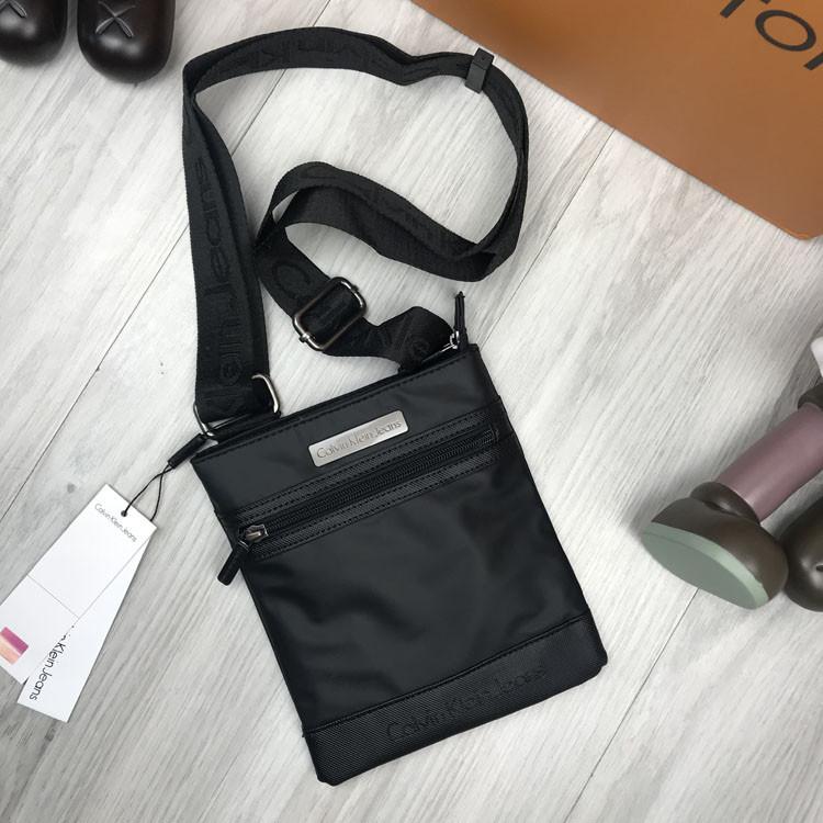 Практичная женская сумка планшетка Calvin Klein черная унисекс через плечо текстиль Кельвин Кляйн люкс реплика