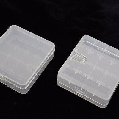 Пластиковый кейс (контейнер) для 4 аккумуляторов 18650