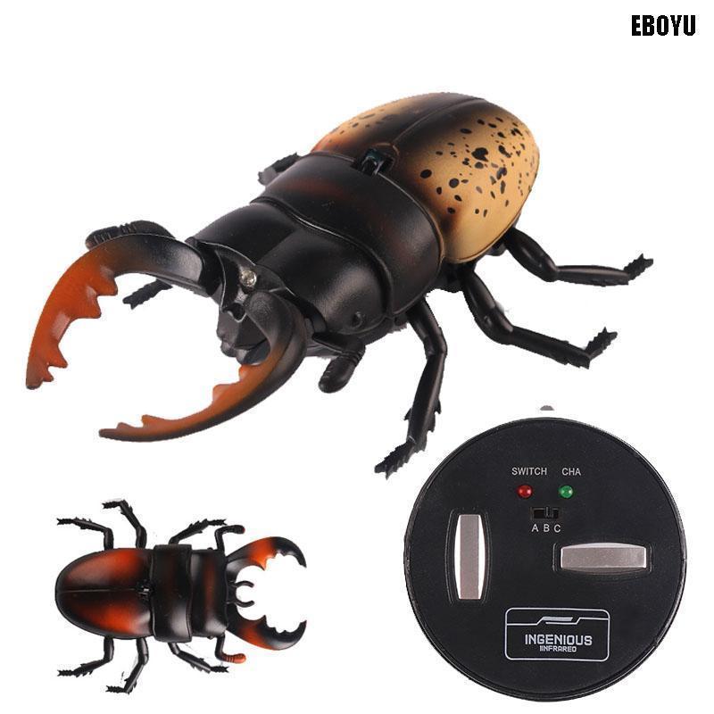 Радиоуправляемый жук Олень на пульте управления 9996-F