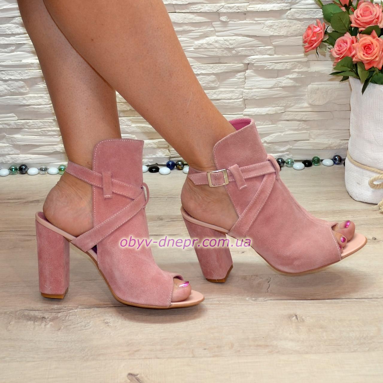 Женские замшевые босоножки на высоком устойчивом каблуке, цвет пудра