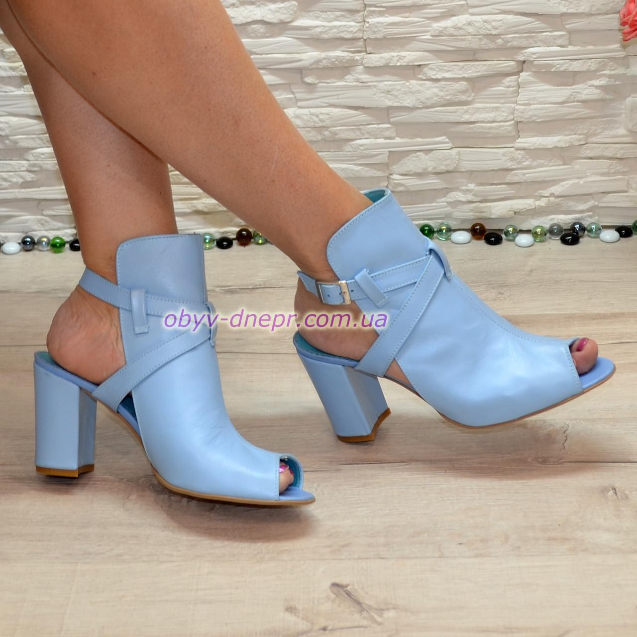Женские кожаные босоножки на высоком устойчивом каблуке, цвет голубой