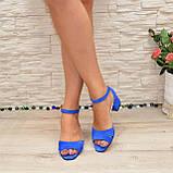 Босоножки женские замшевые на невысоком каблуке, цвет электрик, фото 2