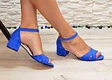 Босоножки женские замшевые на невысоком каблуке, цвет электрик, фото 4