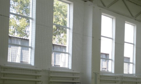 Сетка заградительная (разделительная) капроновая, ячея 50х50 д-р шнура 4,5мм, белая (для улиц и залов)