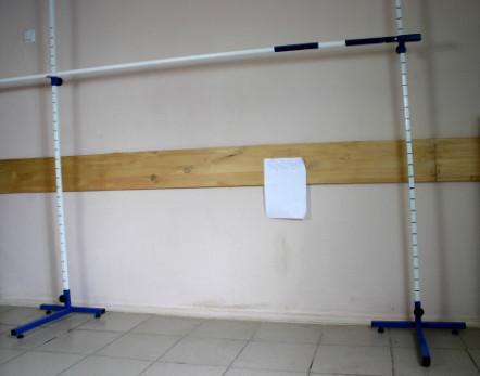 Стойки для прыжков у высоту в комплекте с планкой