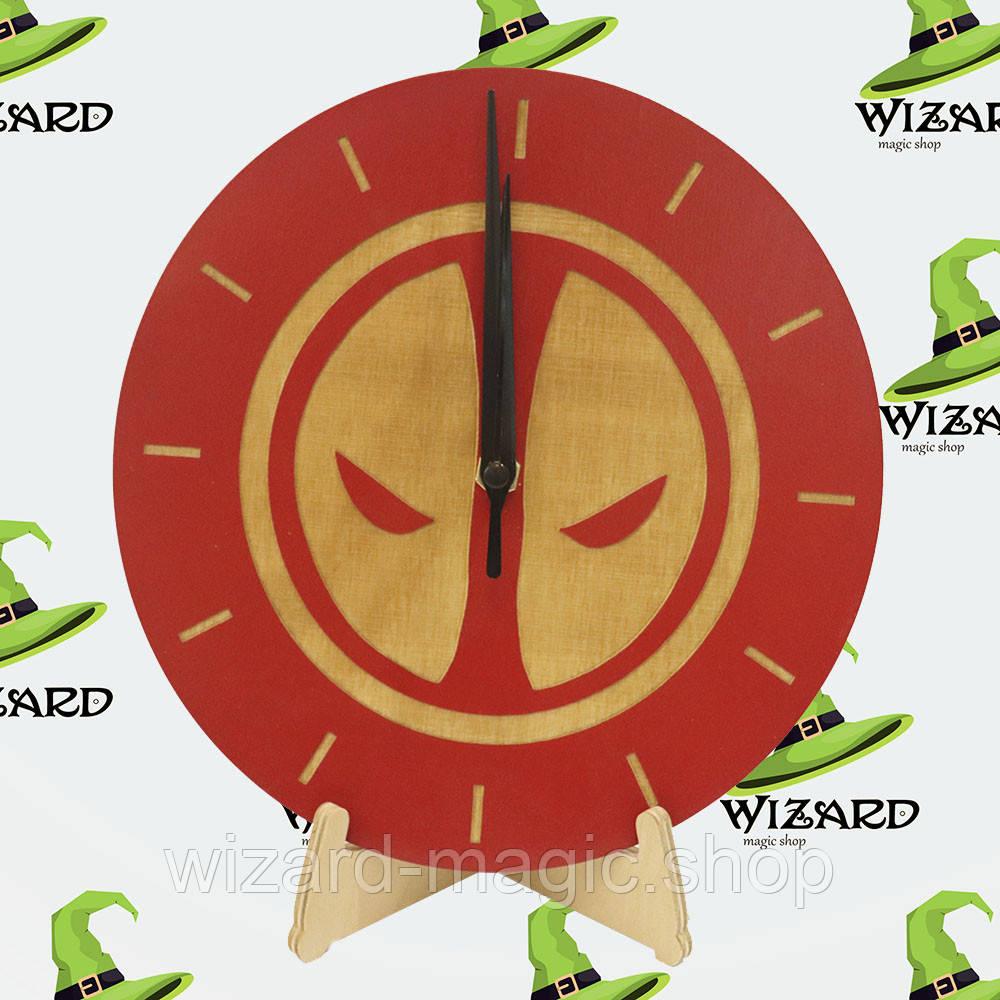 Часы Дедпул дерево