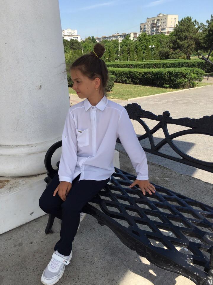Блузка-рубашка для девочки длинный рукав белая и синяя.