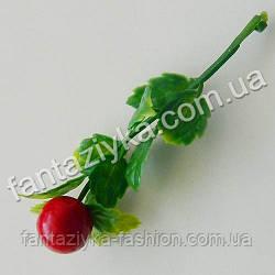 Пластиковая веточка с красной ягодой 8см