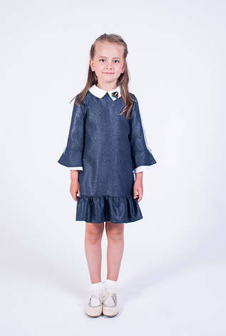 Дитячий шкільний красивий синій сарафан з воланами і брошкою, фото 2