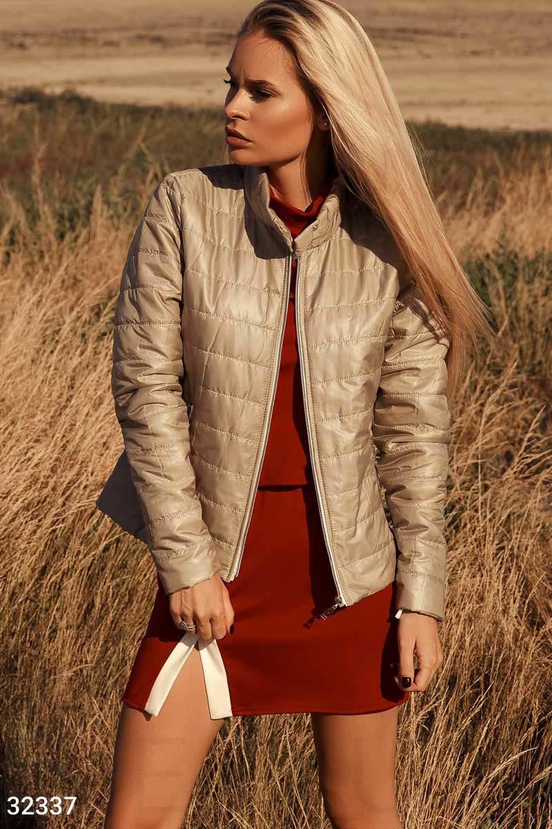 Женская бежевая демисезонная стеганная куртка