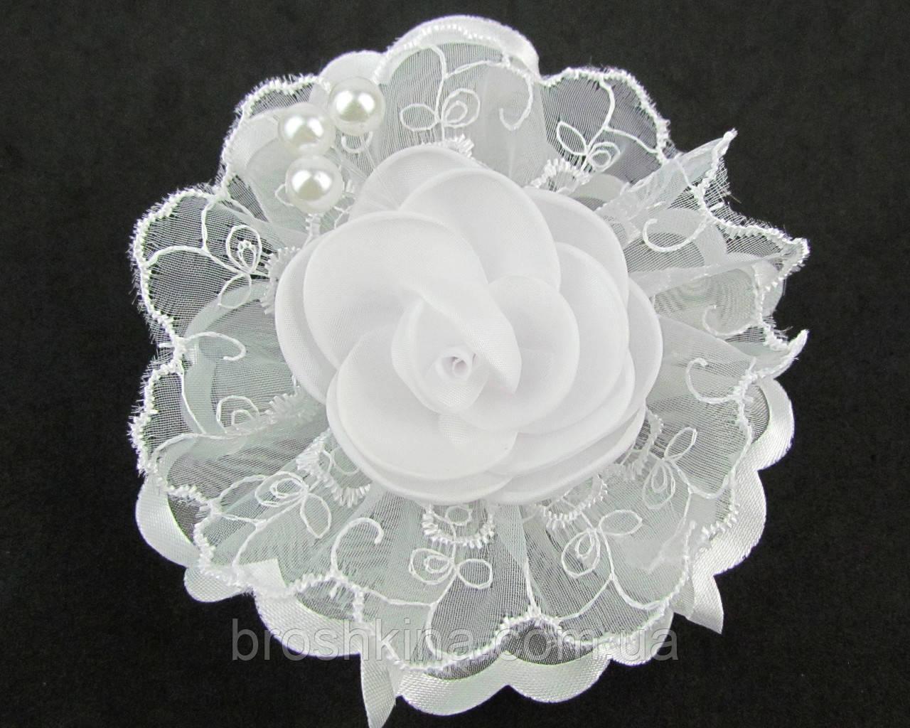 Белые кружевные бантики с цветком на резинках  d 9.5 см 12 шт/уп.