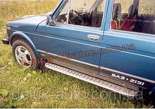 Боковые пороги труба с листом крашенные D42 на Lada Niva 2131-21314