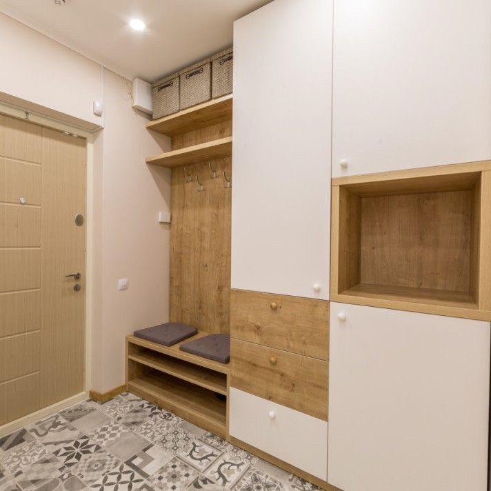 Шкаф в прихожую с фасадами мдф и корпусом с дсп под дерево