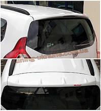 Спойлер над стеклом под покраску на Renault Lodgy 2013