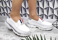 Женские кожаные кроссовки белого цвета