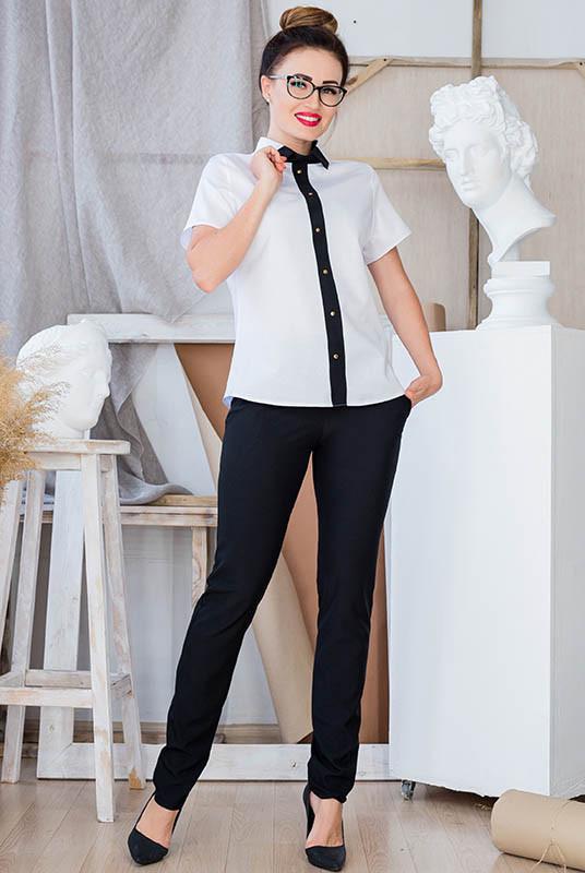 Белая блузка Оксфорд и брюки Классика