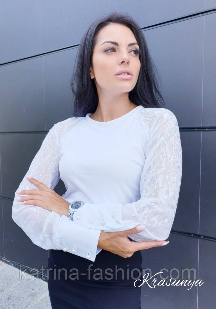 Женская белая кофточка-блуза с гипюровыми рукавами