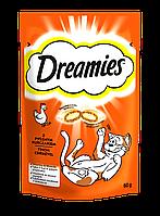 Dreamies лакомство для кошек и котят, хрустящие подушечки с начинкой, курица, 60г