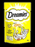 Dreamies лакомство для кошек и котят, хрустящие подушечки с начинкой, сыр, 60г