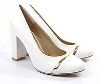 Стильные Удобные и модные женские туфли белого цвета на удобном каблуке!