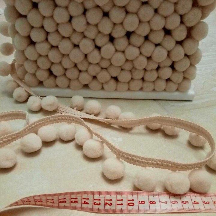 Тесьма с помпонами слоновая кость 2 см.