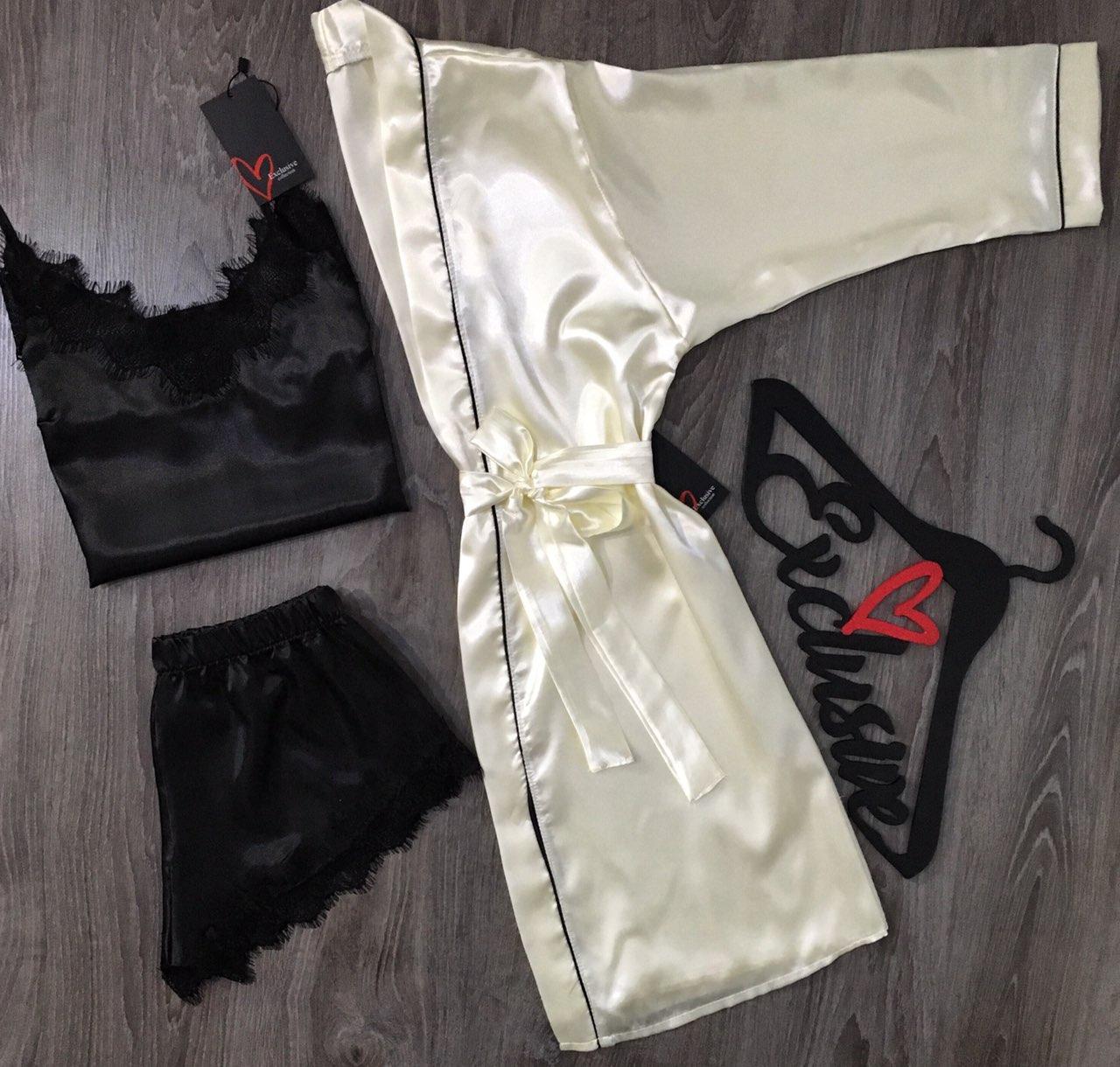 Халат+майка+шорты-атласный комплект с кружевом.