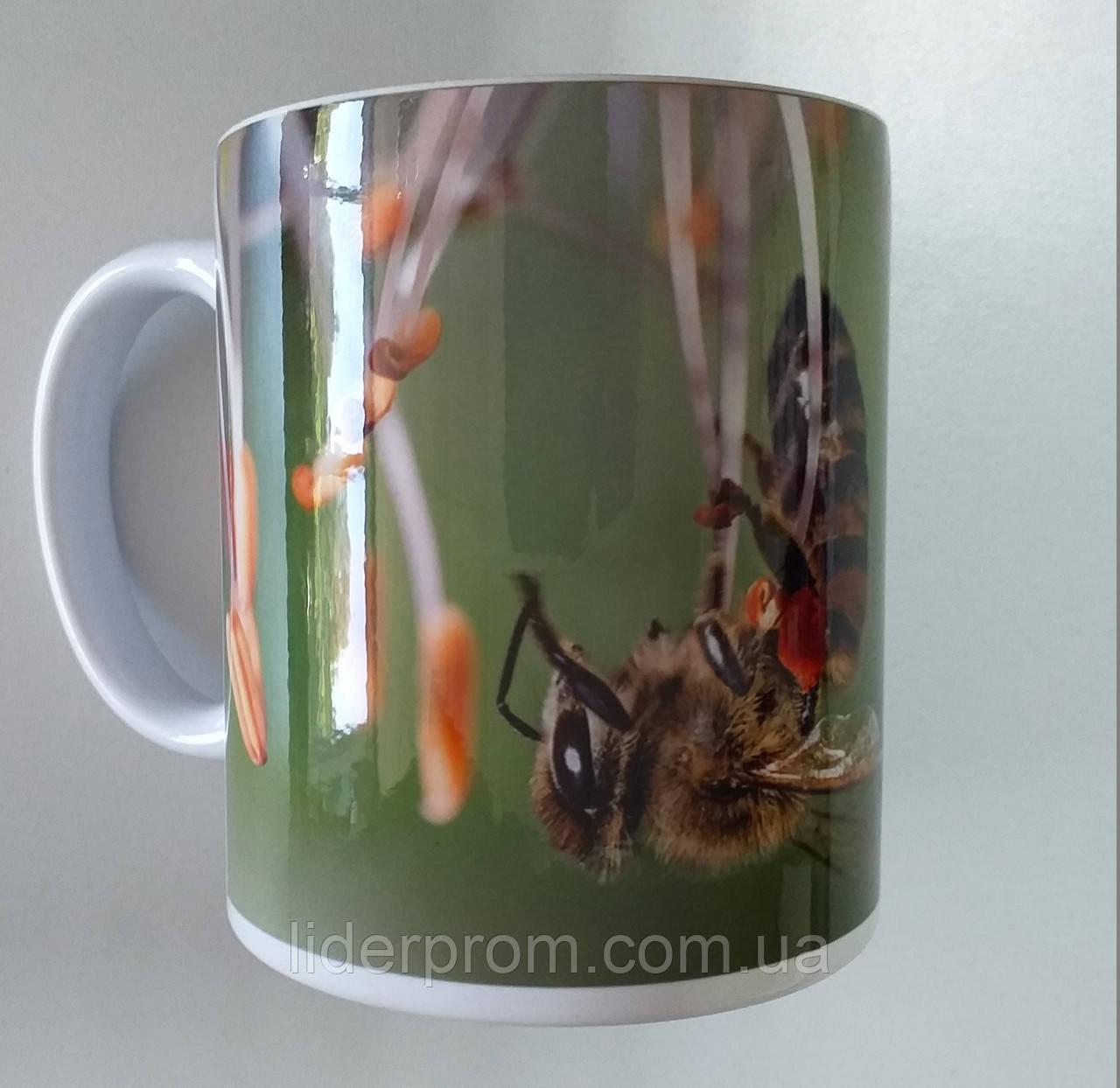 """Чашка подарункова для бджоляра, для любителів меду та пасіки """"Збирання пилку"""""""