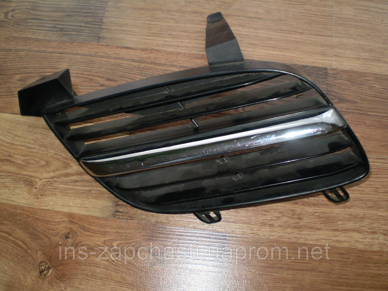 Решетка радиатора правая 62322 BM400 Nissan Primera P12 2000-2006
