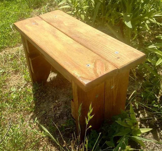 Табуреты, стулья деревянные