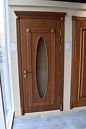 Міжкімнатні двері кольору горіх з напливом