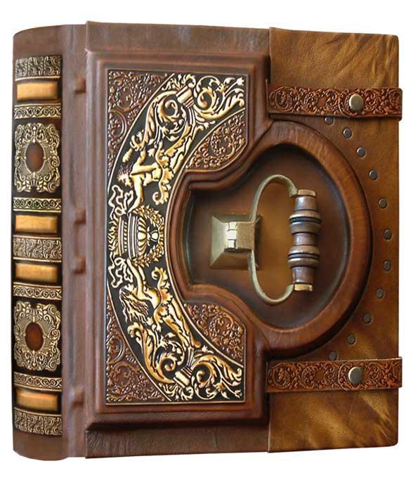 """Книга почесних гостей в шкіряній палітурці з мереживним тисненням і чавунною ручкою """"Замкова"""" (велика)"""