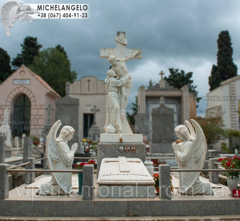 Крест на могилу с распятием