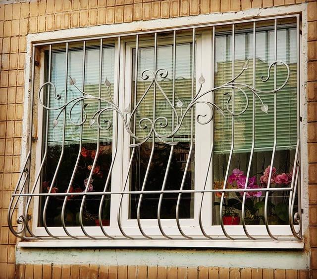 Решетки кованые на окна и балкон -1